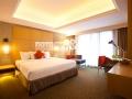 Сатиновый потолок в спальной