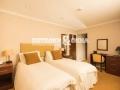 Классическая спальня просит классического потолка
