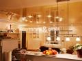 Глянцевый двухуровневый потолок на кухне
